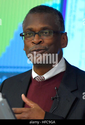 160202-N-PO203-034 ARLINGTON, Va. (Feb. 2, 2016) Dr. Lonnie Johnson, president and CEO at Excellatron, but probably - Stock Photo