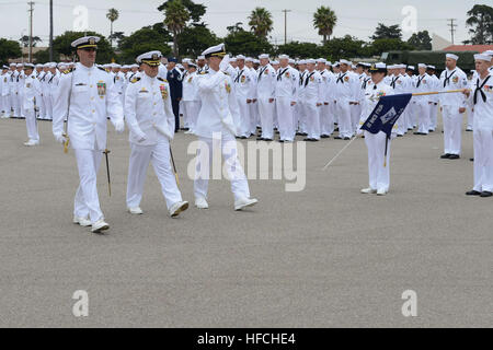 Cmdr. Jeff Lengkeek (center), relieving commanding officer of Naval Mobile Construction Battalion (NMCB) 4, returns - Stock Photo