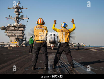 Aviation Boatswain's Mate (Handling) 2nd Class Kristopher Smith, left, and Aviation Boatswain's Mate (Handling) - Stock Photo