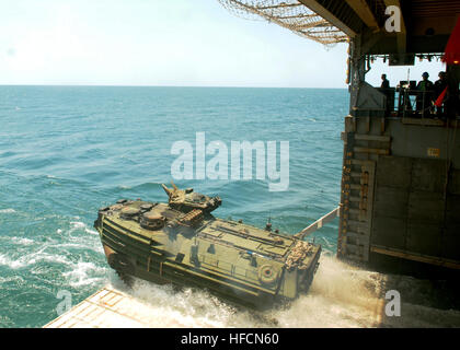 091016-N-5148B-052 JAVA SEA (Oct. 16, 2009) An amphibious assault vehicle from to the 11th Marine Expeditionary - Stock Photo