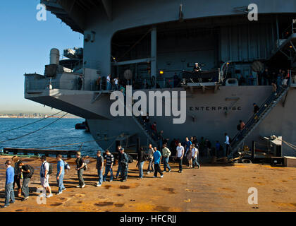 121019-N-FI736-001 NAPLES, Italy (Oct. 19, 2012) Sailors assigned to the aircraft carrier USS Enterprise (CVN 65) - Stock Photo