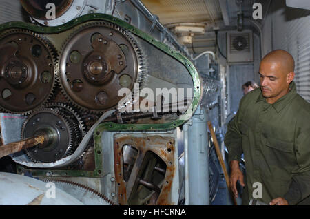 GUANTANAMO BAY, Cuba - Navy Chief Petty Officer Miguel Fernandez prepares to check the generator's air box to ensure - Stock Photo