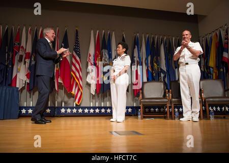 Secretary of the Navy Ray Mabus and Chief of Naval Operations (CNO) Adm. Jonathan Greenert applaud Adm. Michelle - Stock Photo