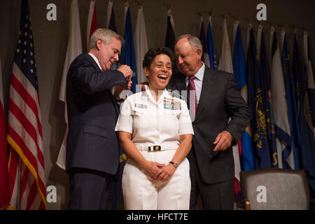 Secretary of the Navy Ray Mabus, left, and Wayne Cowles, husband of Adm. Michelle Howard, put four-star shoulder - Stock Photo