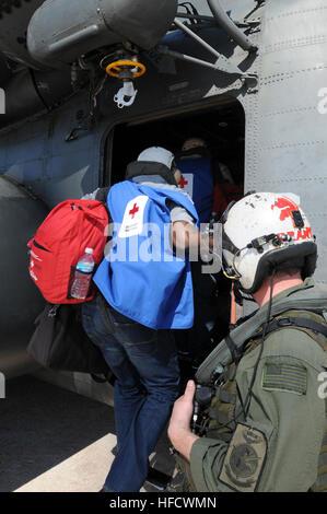GUANTANAMO BAY, Cuba – American Red Cross volunteers board an MH-35E Sea Dragon helicopter bound for Haiti at U.S. - Stock Photo