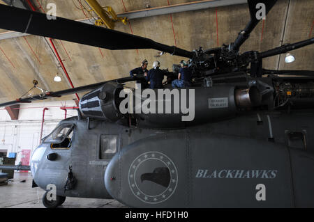Crewmembers assigned to Helicopter Mine Squadron 15, attach a rotor blade to the rotor head of a MH-53E Sea Dragon - Stock Photo