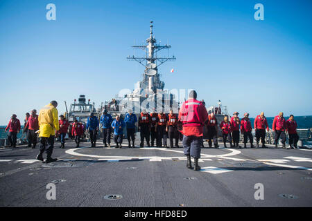150713-N-XM324-009 TIMOR SEA (JULY 13, 2015) Sailors look for debris on the flight deck of the Arleigh Burke-class - Stock Photo