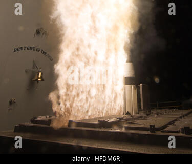 PACIFIC OCEAN (Feb. 13, 2013) A Standard Missile-3 (SM-3) Block 1A interceptor is launched from the guided-missile - Stock Photo