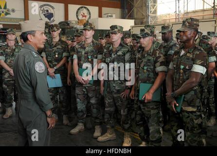 Vice Adm. Harry B. Harris Jr., commander of the U.S. 6th Fleet, speaks with sailors assigned to Explosive Ordnance - Stock Photo