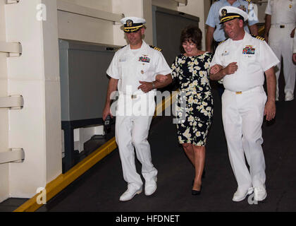 BRIDGETOWN, Barbados (Aug. 31, 2016) – Capt. Kevin Parker, commanding officer, and Capt. Anthony Roach, executive - Stock Photo