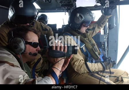 040504-N-7586B-012 Gulf of Oman (May 04, 2004) – U.S. Navy Journalist First Class Stacy Young, video tapes Boarding - Stock Photo