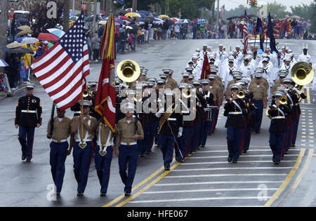 040531-N-6371Q-223 New York City, N.Y. (May 31, 2004) - Marines and Sailors march in the Little Neck Memorial Day - Stock Photo