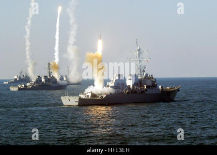 US Navy 031200-N-0000X-001 The guided missile cruiser USS Vicksburg (CG 69), and the guided missile destroyers USS - Stock Photo