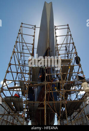 041005-N-3019M-002 Pearl Harbor, Hawaii (Oct. 5, 2004) - Marisco Ltd. workers repair the aging hull of the decommissioned - Stock Photo