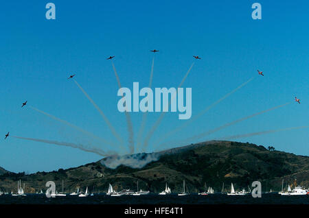 041009-N-6932B-406 San Francisco Bay, Calif. (Oct. 9, 2004) - The Canadian Forces air demonstration team, 'Snowbirds,' - Stock Photo