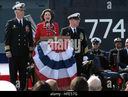 Mrs. Lynda Johnson Robb the sponsor of USS Virginia (SSN 774) announces to the crew to 'man the ship, and bring - Stock Photo