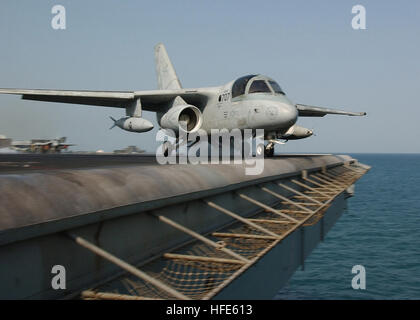 041117-N-4374S-009 Arabian Gulf (Nov. 17, 2004) - An S-3B Viking assigned to the ÒDiamond CuttersÓ of Sea Control - Stock Photo