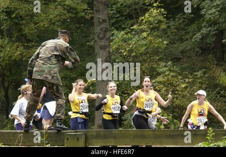 021027-N-2383B-543 Washington, D.C. (Oct. 27, 2002) -- At the 12-mile mark, marathon runners get encouraging words - Stock Photo