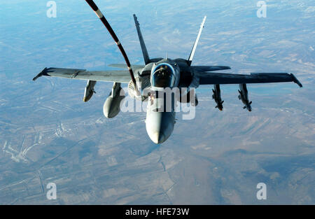 041222-F-3188G-057 Iraq (Dec. 22, 2004) - An F/A-18C Hornet assigned to the ÒBullsÓ of Strike Fighter Squadron Three - Stock Photo