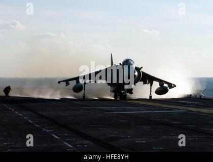 050117-N-7506R-003 Atlantic Ocean (Jan.18, 2005) - An AV-8B Harrier jet launches from the flight deck aboard the - Stock Photo