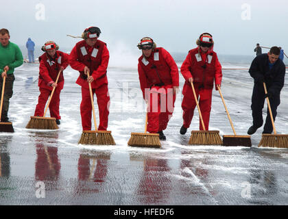 050526-N-5884M-001 Atlantic Ocean (May 26, 2005) - Sailors from Weapons and Air Departments scrub down the flight - Stock Photo