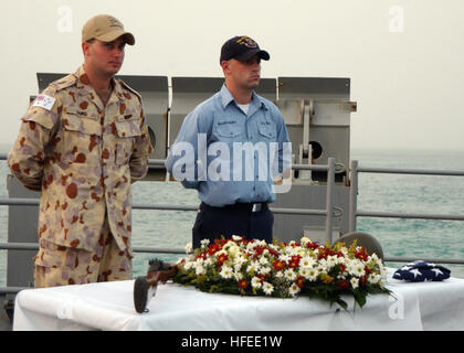 050606-N-1825E-099 Persian Gulf (June 6, 2005) - U.S. and Royal Australian Navy (RAN) Sailors aboard the guided - Stock Photo