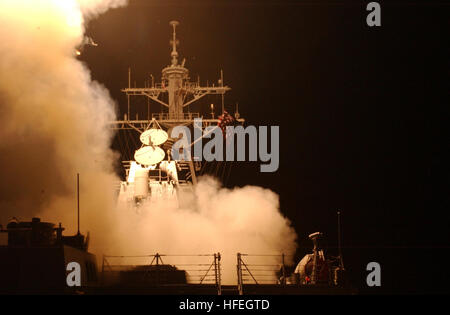 030320-N-6141B-003 The Red Sea  (Mar. 20, 2003) -- Tomahawk Land Attack Missiles (TLAM) launch from the shipÕs forward - Stock Photo