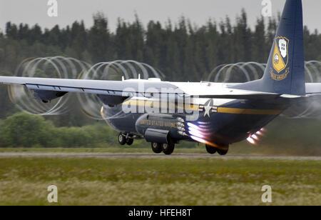 030324-N-1539M-001 Punta Gorda, Fla. (Mar. 24, 2003) - 'Fat Albert', a U.S. Marine Corps C-130 Hercules assigned - Stock Photo