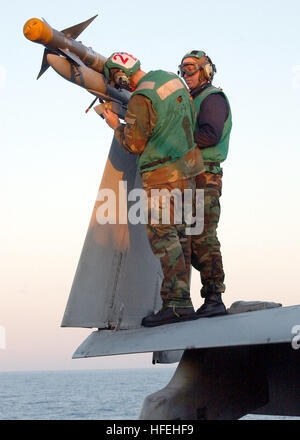 030327-N-7130B-502 The Mediterranean Sea (Mar. 27, 2003) -- Two air wing personnel assigned to 'Hunters' of Strike - Stock Photo