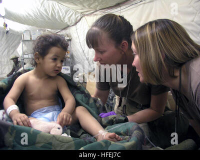030410-N-0728B-001 Southern Iraq (Apr. 10, 2003) -- Hospital Corpsman 1st Class Jody Stenquist from Pontiac, Mich., - Stock Photo