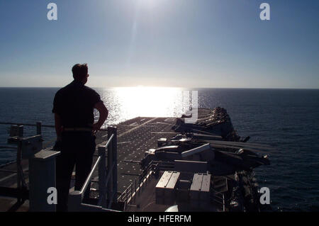050126-N-6581H-001 Persian Gulf (Jan. 26, 2005) Ð Commander Fleet Surgical Team Nine (FST-9), Cmdr. William Leninger - Stock Photo
