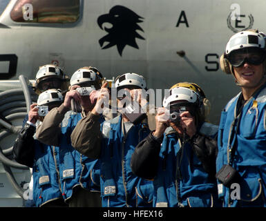 040325-N-6213R-123  Pacific Ocean (Mar. 25, 2004) - Distinguished Visitors photograph flight operations on the flight - Stock Photo
