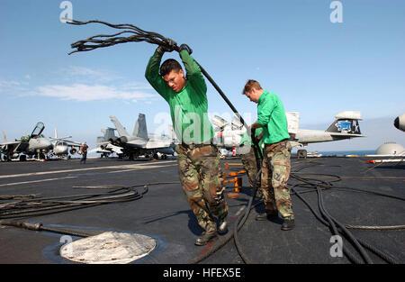 040331-N-6213R-333  Pacific Ocean (Mar. 31, 2004) - Airman Manuel Santis, of Chicago, Ill., pulls away an arresting - Stock Photo