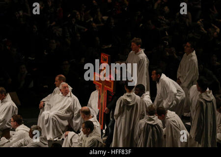 Latvia. 29th Dec, 2016. The Taize cross is carried down from the altar to be placed on the floor for a prayer around - Stock Photo