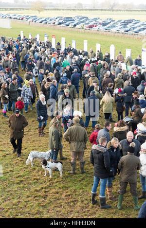 Cottenham Cambridgeshire UK 31st December 2016. Spectators enjoy a day out at the Cambridgeshire Harriers Hunt Club - Stock Photo
