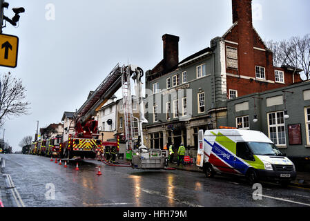 Acton, London, United Kingdom. 1st January, 2017. The Aeronaut pub Ten fire engines and 72 firefighters and officers - Stock Photo