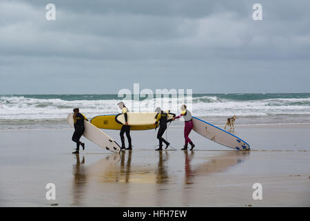 Newquay, Cornwall, UK. 1st January 2017. UK Weather. Surfers and walkers braving strong, cold, north easterly winds - Stock Photo