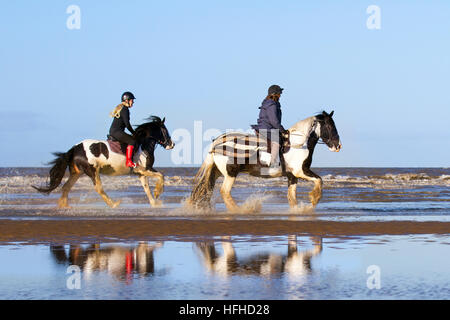 Ainsdale, Merseyside, UK 2nd Jan, 2017 Ainsdale, Merseyside, UK Weather.  2nd January, 2017. Bright, cold, and sunny - Stock Photo