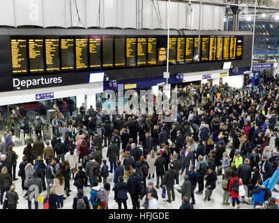 CROWDS AT WATERLOO STATION Very busy departures concourse with commuters at rush hour London Waterloo station London - Stock Photo
