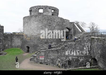 Visitors at Dinefwr Castle in winter, Llandeilo Carmarthenshire Wales UK  KATHY DEWITT - Stock Photo