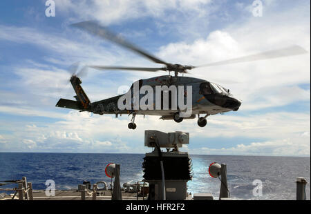 070807-N-3284V-111  PACIFIC OCEAN (Aug. 7, 2007) - An SH-60F Seahawk, assigned to the 'Eightballers' of Helicopter - Stock Photo