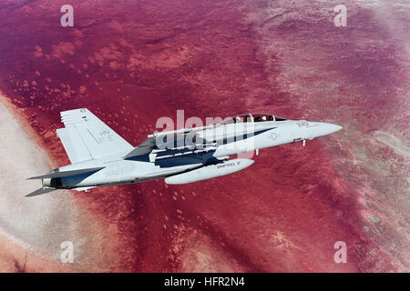 051215-N-9277A-001 China Lake, Calif. (Dec. 15, 2005) Ð An F/A-18F Super Hornet assigned to Air Test and Evaluation - Stock Photo
