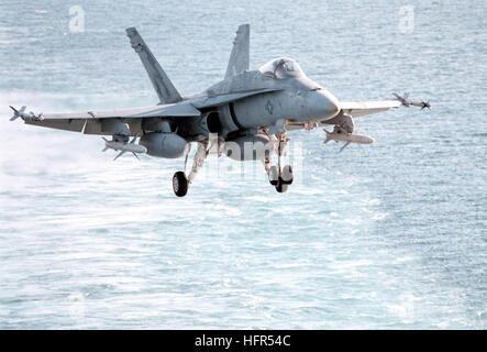 980206-N-8982D-003 At sea aboard USS George Washington (CVN 73) in the Arabian Gulf (Feb. 6, 1998) -- An F/A-18C - Stock Photo