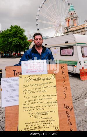 Belfast, Northern Ireland, 19th June 2009.  Irish traveler Patrick Joyce holds a board calling for more tolerance - Stock Photo