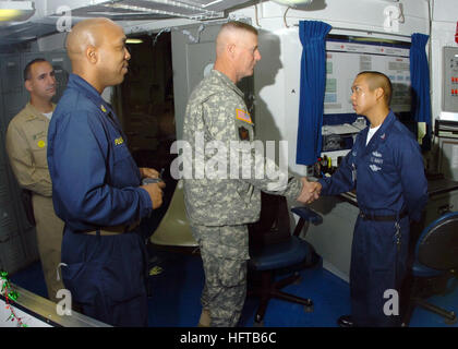 061204-N-8907D-007  Arabian Sea (Dec. 4, 2006) - Command Sgt. Maj. Jeff Mellinger talks with Hospital Corpsman 3rd - Stock Photo