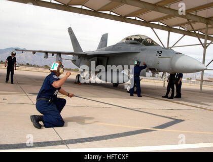 """060403-F-3177P-042 Davis-Monthan, Arizona (April 3, 2006) – Crew members assigned to the """"Black Aces"""" of Strike - Stock Photo"""