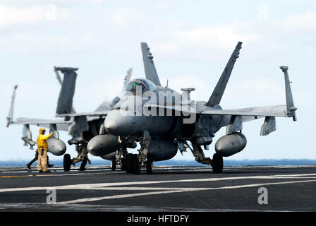 070121-N-3729H-139 Pacific Ocean (Jan. 21, 2007)- A flight deck director guides an F/A-18C Hornet attached to the - Stock Photo