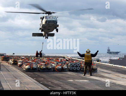 070208-N-7571S-004 Atlantic Ocean (Feb. 8, 2007) - A Sailor Directs an MH-60S Seahawk, assigned to the 'Chargers' - Stock Photo