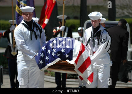 070421-N-0924R-015 VIRGINIA BEACH, Va. (April 21, 2007) - The Regional Honor Guard carries the casket of retired - Stock Photo