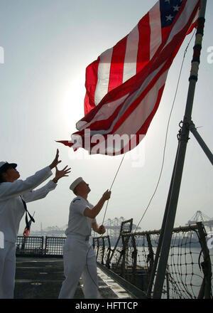 070704-N-0515W-016 JEBEL ALI, UNITED ARAB EMIRATES (July 4, 2007) - Seaman Sheila Castaneda, left, and Quartermaster - Stock Photo